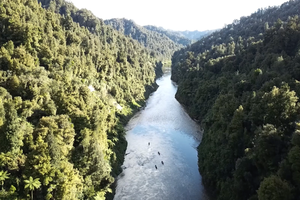 BACKPACKER Paddles the Whanganui River, New Zealand